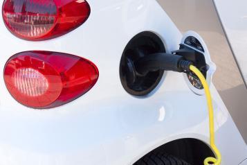 Mobilità elettrica, 30 colonnine di ricarica a Brescia