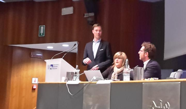 AIB - Politically Connect - Julius van der Laar