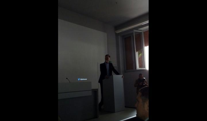 Politically Connect - Julius van der Laar