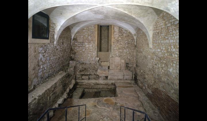 Strutture protostoriche e muro medievale