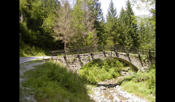 SP 9 verso Magasa - Vista su ponte antico in pietra - 12